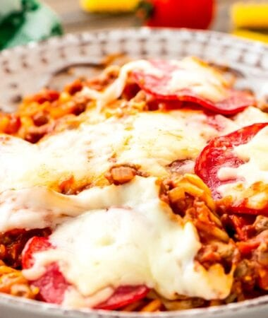 Bowl of crock pot pizza pasta