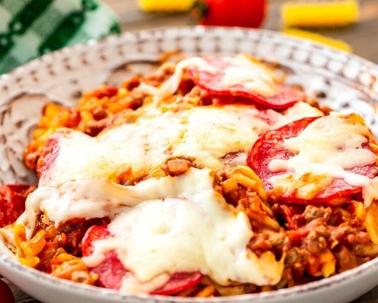Bowl of crock pot pizza pasta