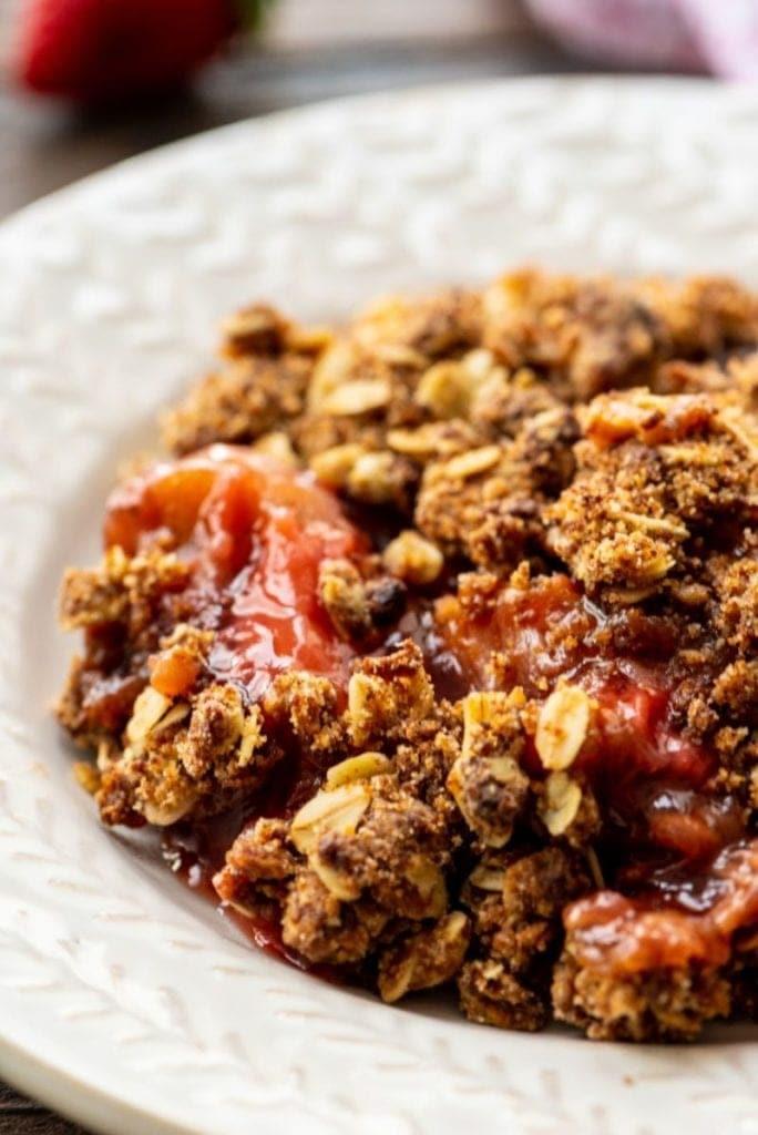 Easy-Strawberry-Rhubarb-Crisp in bowl