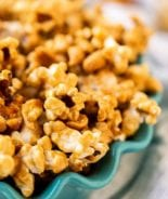 Easy Caramel Corn in teal bowl