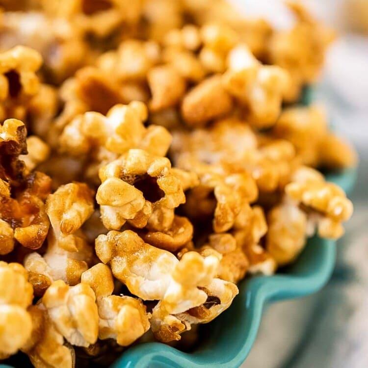 Easy Caramel Corn in teal bowl