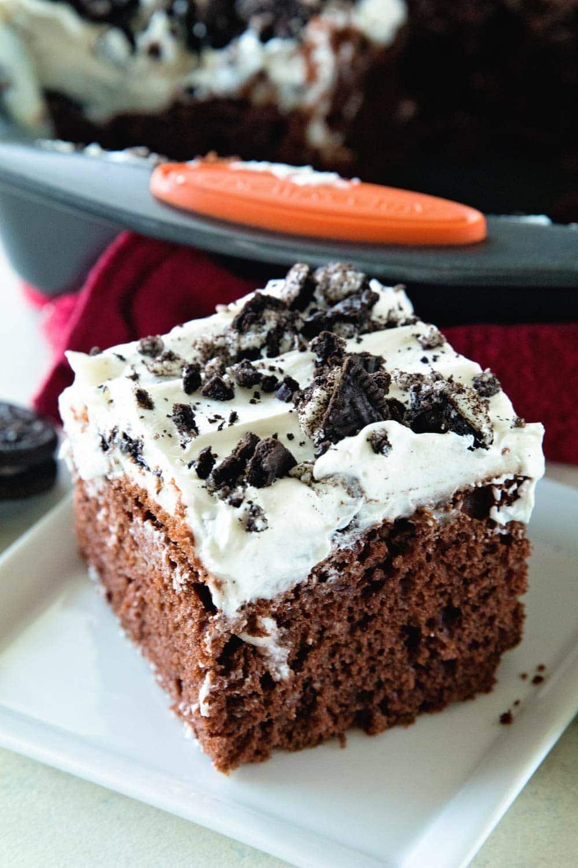 How to Make Oreo Poke Cake