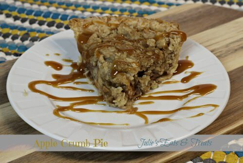 Apple Crumb Pie ~ Yummy apple pie with a crumb topping ~ www.julieseatsandtreats.com
