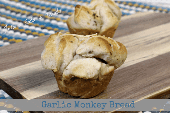 Garlic Monkey Bread ~ Cute little monkey bread cups stuffed with garlic and Parmesan ~ www.julieseatsandtreats.com