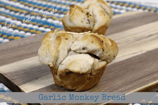 Garlic Monkey Bread ~ Cute little monkey bread cups stuffed with garlic and Parmesan ~ www.julieseatsandtreats.com