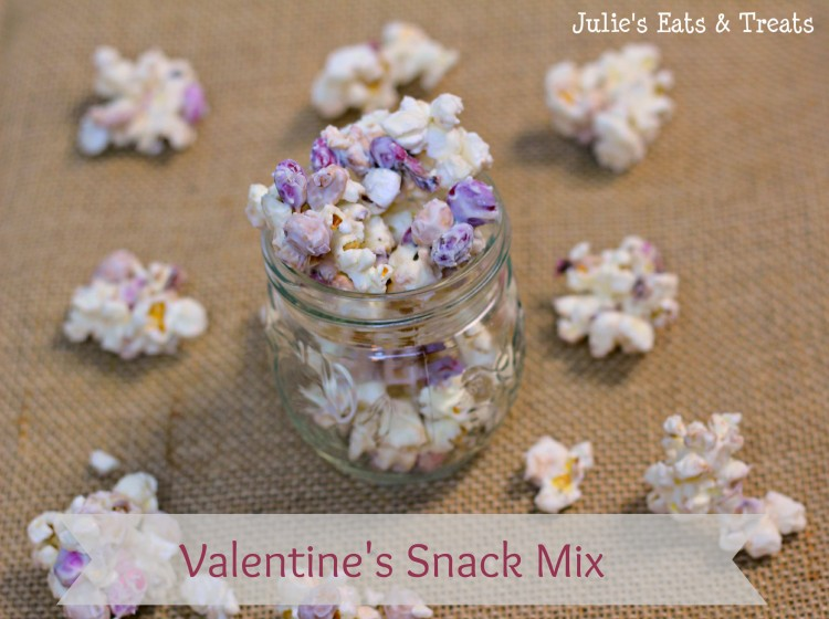 Valentine's Snack Mix ~ Sweet Treat for your Sweetie ~ www.julieseatsandtreats.com #recipe #valentinesday #snack