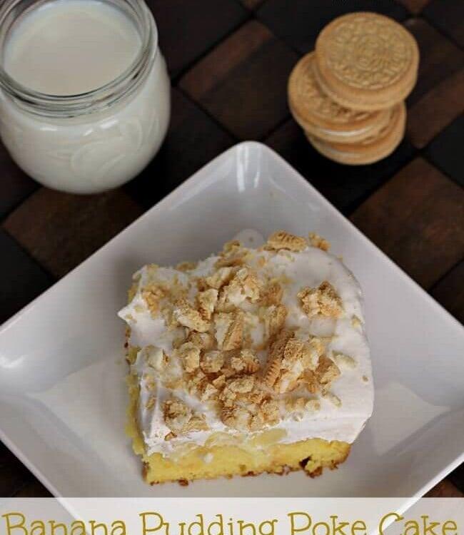 Banana Pudding Poke Cake topped with Golden Oreos! via www.julieseatsandtreats.com