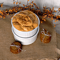 Sweet Pumpkin Dip ~ Full of all the amazing flavors of fall! via www.julieseatsandtreats.com