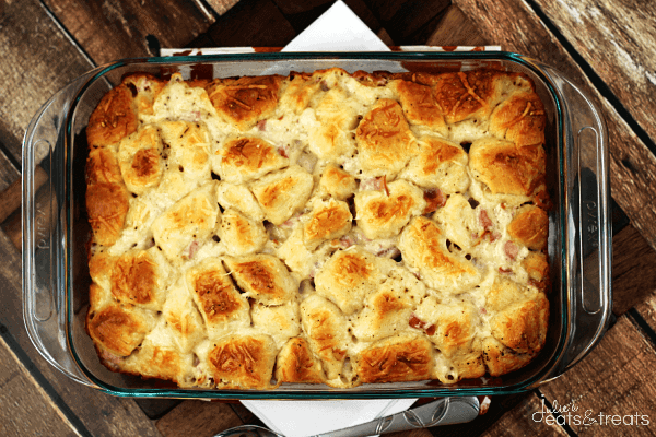 Comforting Carbonara Bubble Up ~ Biscuits Loaded with Cheesy Classic Alfredo Sauce, Garlic, Bacon and Cheese!