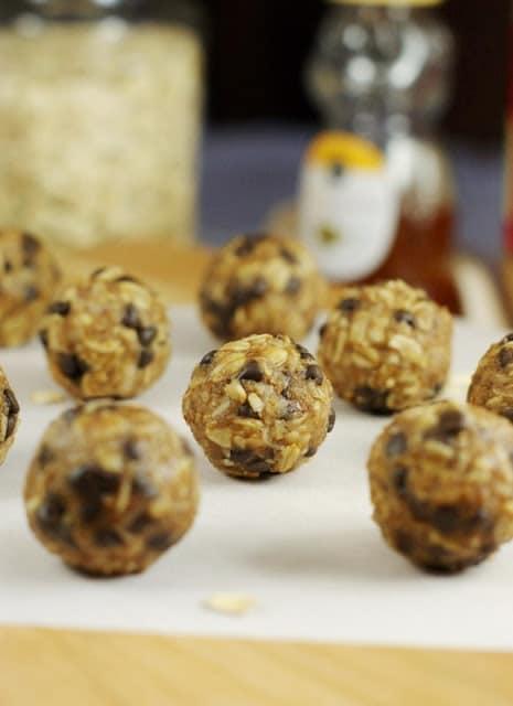 Peanut Butter Chocolate Chip Granola Bites