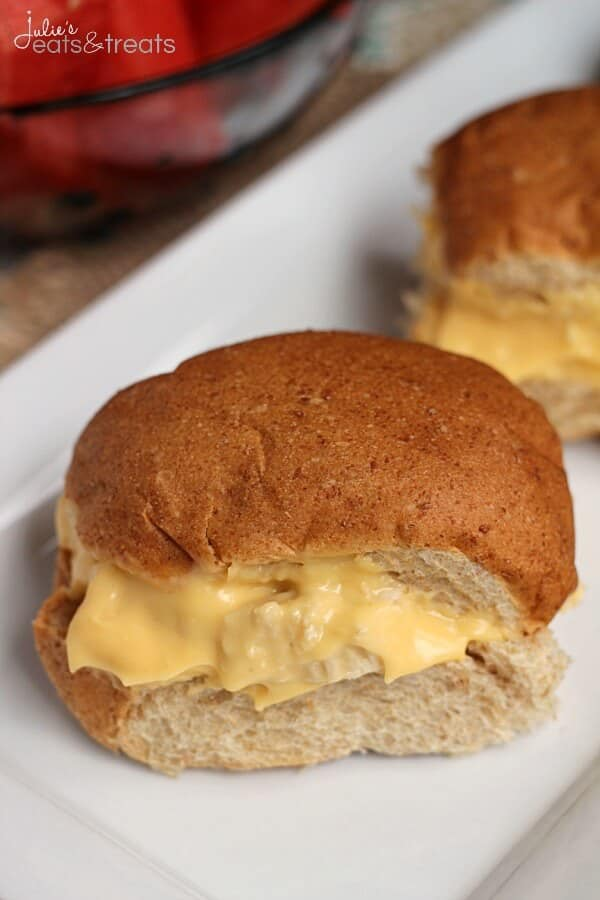 Cheesy Chicken Sandwiches ~ Super Easy Chicken Sandwiches Loaded with a Cheese Sauce!