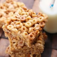 No Bake Peanut Butter Cheerio Bars ~ Ooey, Gooey, Peanut Buttery Bars stuffed with Peanut Butter Cheerios! So Delicious and So Easy!