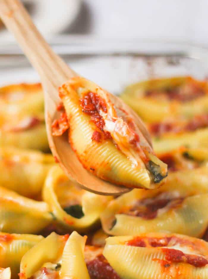 Spinach and Cheese Stuffed Shells are creamy, cheese and such a quick family dinner!-3