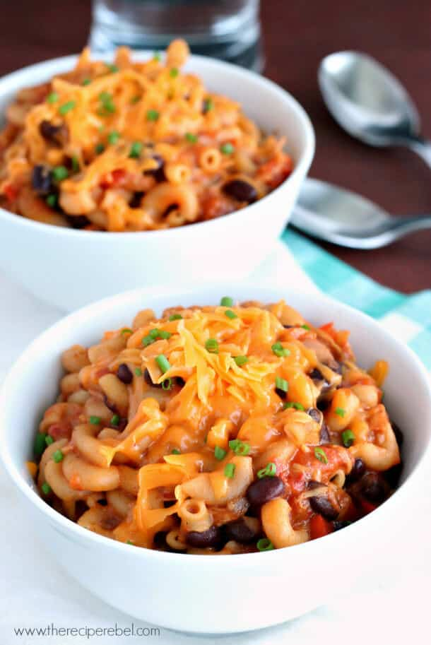 {SLOW COOKER} BBQ CHICKEN CHILI MAC