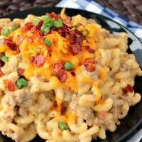 One-Pot Bacon Cheeseburger Mac & Cheese: a super simple weeknight dinner that is hearty and comes together with minimal dishes!