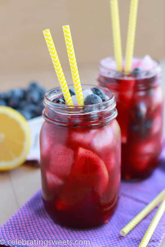 Blueberry Lemonade ~ Light and refreshing homemade lemonade flavored with fresh blueberries. Perfect summertime beverage recipe!
