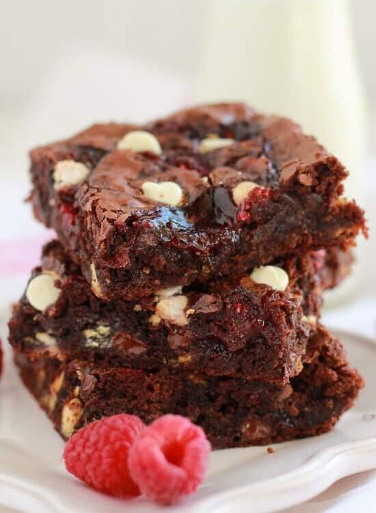 Raspberry White Chocolate Brownies ~ Fudgy brownie recipe filled with white chocolate chips, raspberry jam, and fresh raspberries. Simple and delicious!