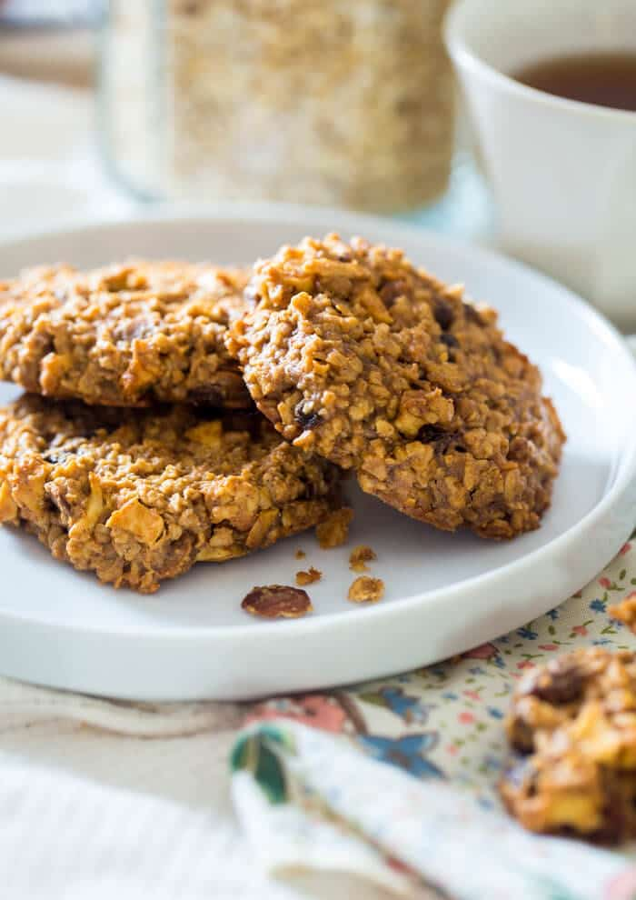 Apple Raisin Oatmeal Breakfast Cookies - These easy, one-bowl breakfast cookies are made with oatmeal, apples, raisins and almond butter for a healthy, vegan breakfast, perfect for busy mornings! | Julieseatsandtreats.com |