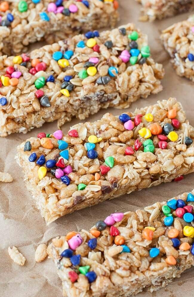 homemade-no-bake-chewy-rainbow-chip-granola-bars-recipe-650-2077xS