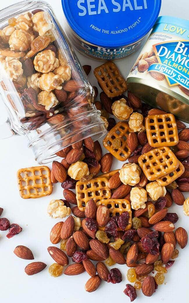 homemade-trail-mix-almonds-pretzlel-caramel-corn-raisins-craisins-mix-recipe-0054xS