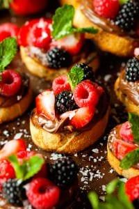 nutella-berry-crostini-4
