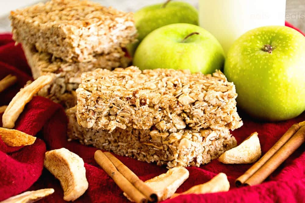 Chewy Cinnamon Apple Granola Bars ~ Soft, Chewy, Delicious Homemade Granola Bar Recipe Stuffed with Apples, Cinnamon, Oats, Pecans and Sunflower Seeds!