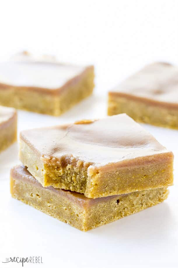 Rich, dense, never cakey pumpkin blondies covered in a spiced coffee brown sugar glaze -- the perfect fall dessert! Get your Pumpkin Spice Latte fix on the go!