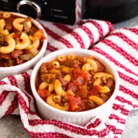 Crock Pot Hearty Chili Mac Recipe ~ Delicious Chili Slow Cooked All Day Long and Then Finished Off with Pasta! Hearty, Comforting Meal for Dinner!
