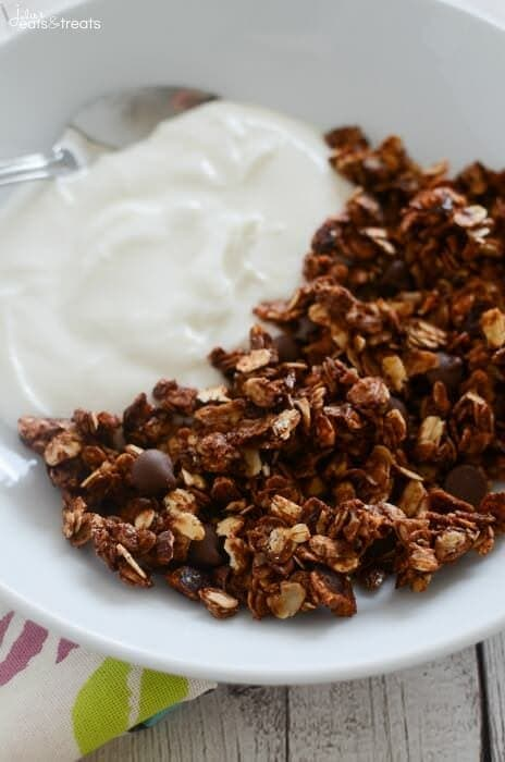 Nutella Granola Recipe ~ Easy Homemade Granola Recipe That Anyone Can Make! Oats and Chopped Hazelnuts Coated in Nutella and Loaded with Chocolate Chips! Prefect for Breakfast or a Healthy Snack!