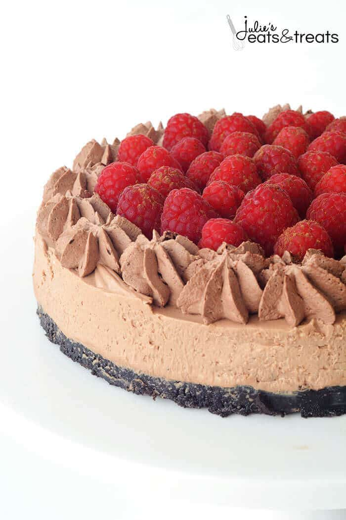 No Bake Raspberry Chocolate Cheesecake ~ Delicious, Easy Chocolate Cheesecake with a Delicious Oreo Crust, Creamy Chocolate Cheesecake and Topped with Fresh Raspberries and Chocolate Whipped Cream!