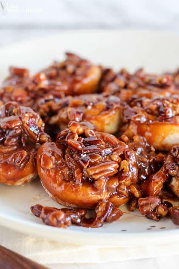 Easy 30 Minute Caramel Pecan Sticky Buns Recipe - Julie's ...