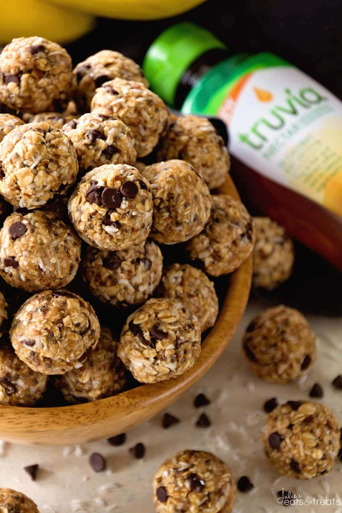 No Bake Chocolate Banana Energy Bites Recipe ~ Delicious Recipe for Energy Bites Loaded with Chocolate Chips, Banana, Coconut, Oats, Flaxseed, Chia Seeds and Spiced with Cinnamon!