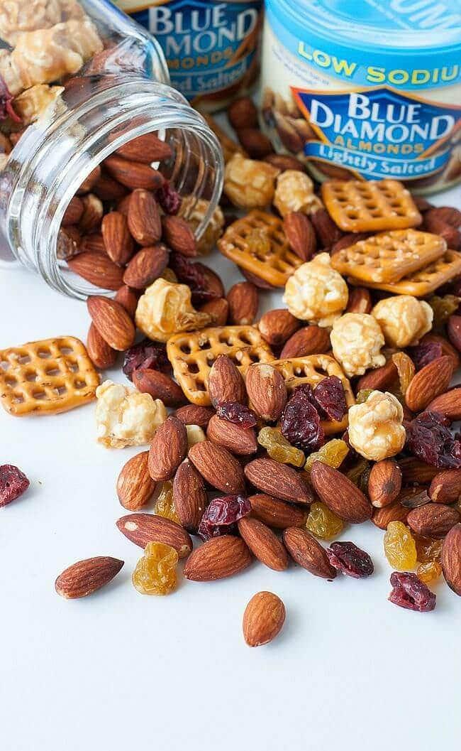 homemade-trail-mix-almonds-pretzlel-caramel-corn-raisins-craisins-mix-recipe-0073xS