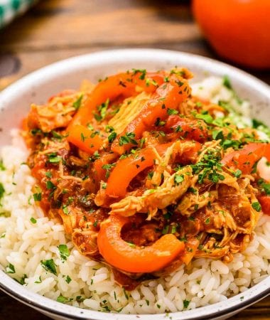 Bowl with rice and topped with chicken cacciatore