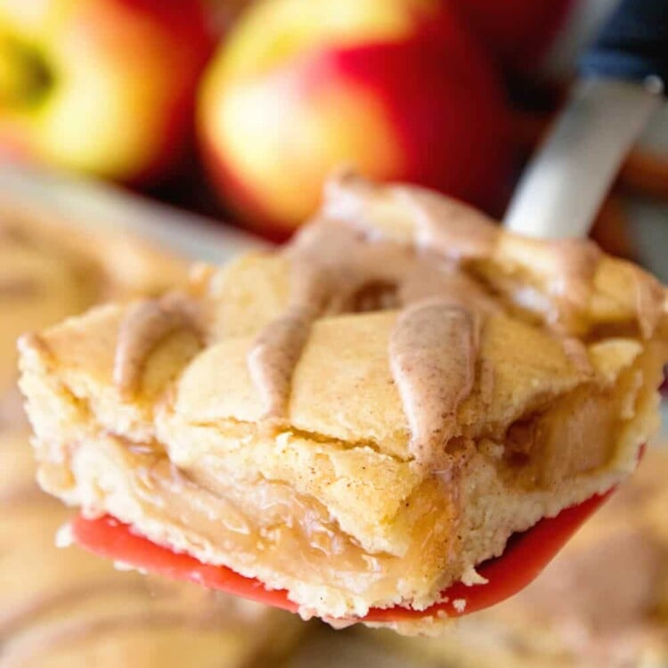 Easy Apple Pie Bars ~ Quick and Easy Bars Stuffed with Apple Pie Filling in between a Soft and Delicious Cinnamon Crust then Drizzled with Cinnamon Icing! Perfect Fall Treat!