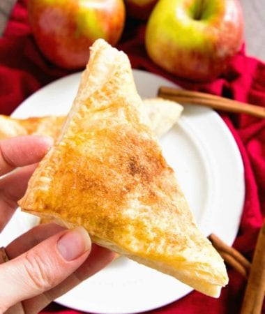 Easy Apple Turnovers ~ This Easy Apple Turnovers Recipe is Perfect for a Quick and Easy Breakfast, Snack or Dessert!