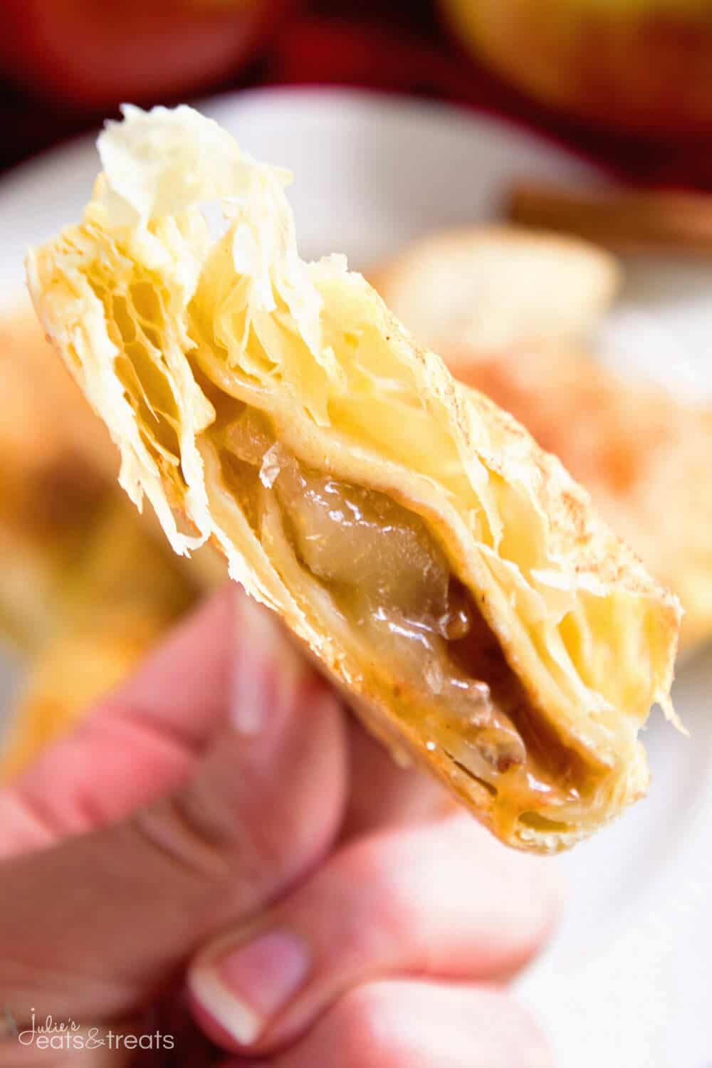 Easy Apple Turnover Recipe ~ This Easy Apple Turnovers Recipe is Perfect for a Quick and Easy Breakfast, Snack or Dessert!