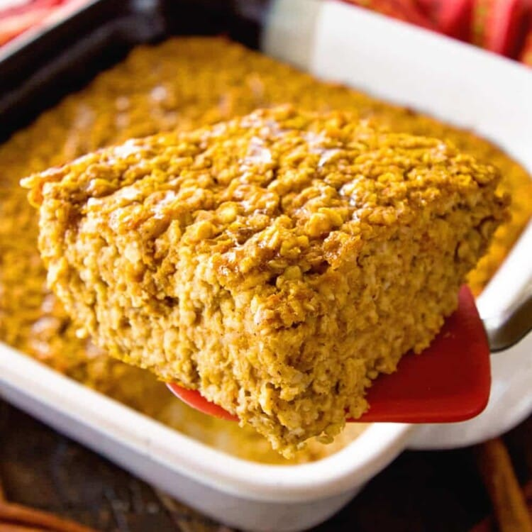Baked Pumpkin Oatmeal ~ This Easy, Make-Ahead Baked Oatmeal is the Perfect Breakfast for Busy Mornings! Filled with Pumpkin, Oats and Spices to Fill You Up!