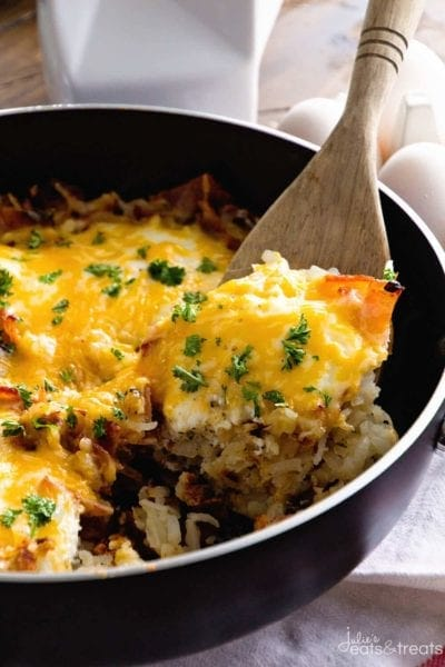 Cheesy Bacon Egg Hash Brown Skillet ~ Delicious, Easy Breakfast Skillet Loaded with Crispy Bacon, Hash Browns, Cheese and Eggs! You Can Even Serve it For Dinner!