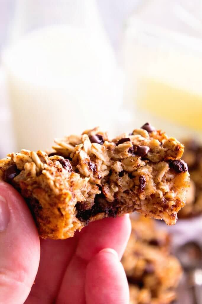 Chocolate Banana Baked Oatmeal Cups ~ Perfect for Breakfast, School Lunches and Snacks! These Baked Oatmeal Cups are Packed with Protein, Make Ahead and Freezer Friendly!
