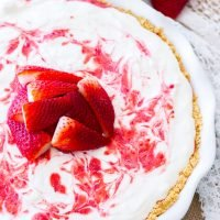 Lemonade Strawberry Icebox Pie ~ This no-bake Lemonade Strawberry Icebox Pie is sweet, a little tangy, and the perfect no-bake dessert for summer!