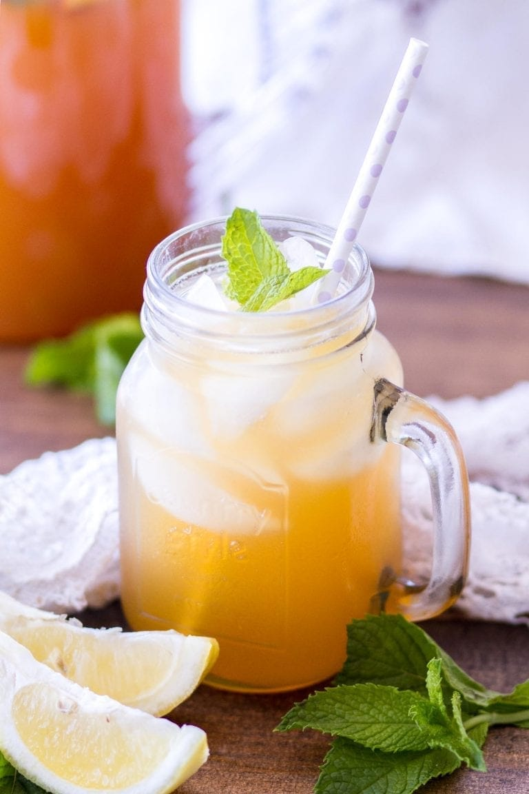 Naturally Sweetened Iced Peach Green Tea | Julie's Eats & Treats