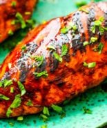 easy bbq chicken on green plate