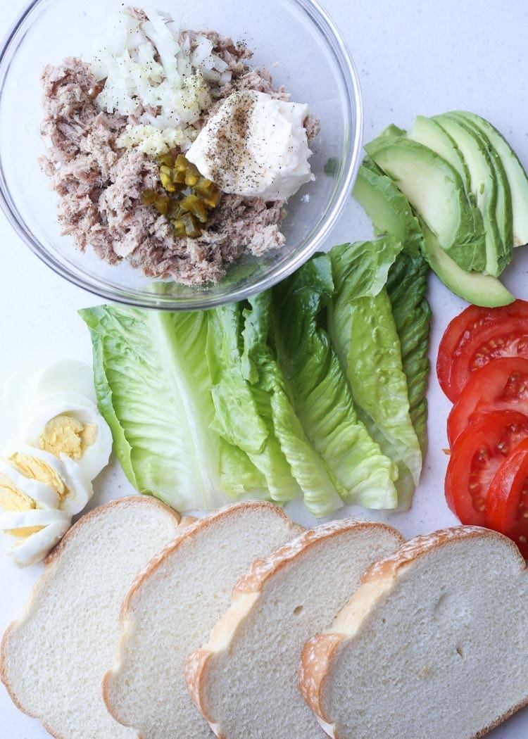 Easy Lunch of Tuna Avocado Egg Sandwich!