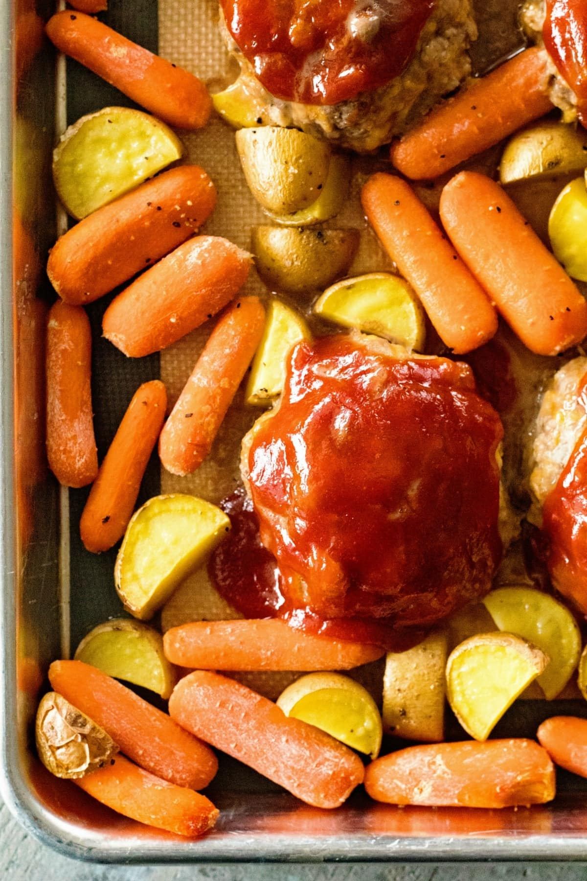 Make this sheet pan dinner for the family tonight!
