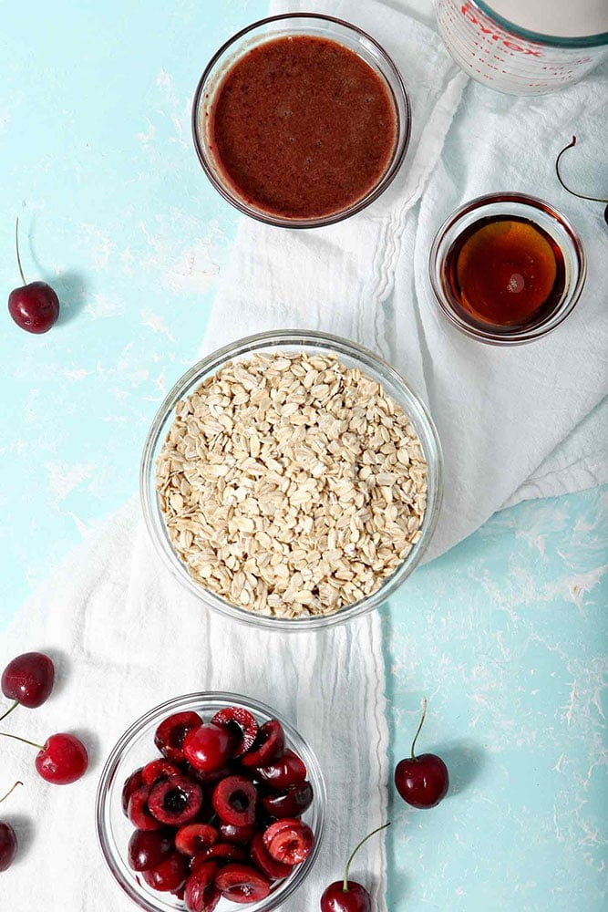 The six ingredients for Overnight Oats Recipe