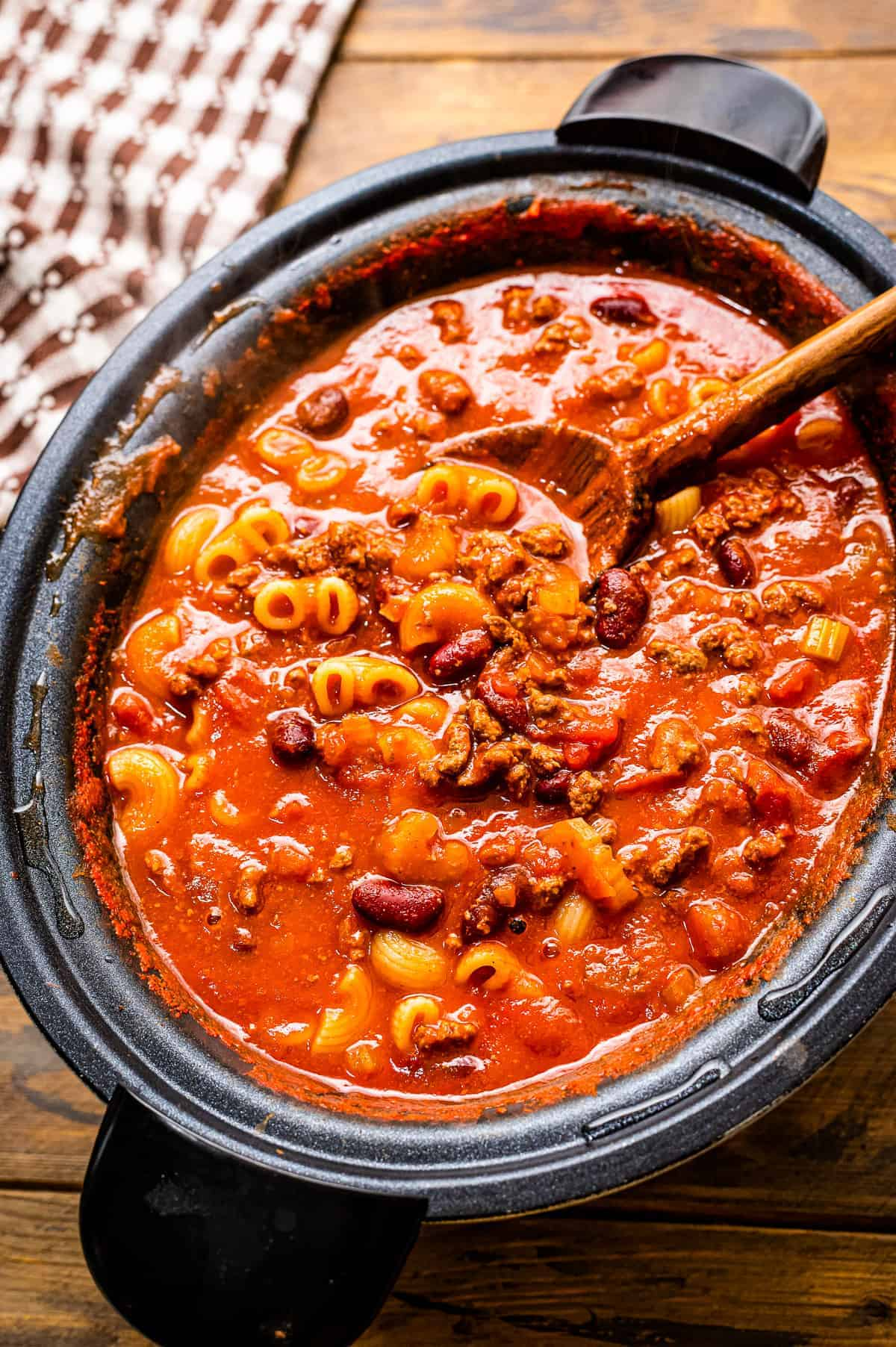 Crock Pot with Chili Mac in it