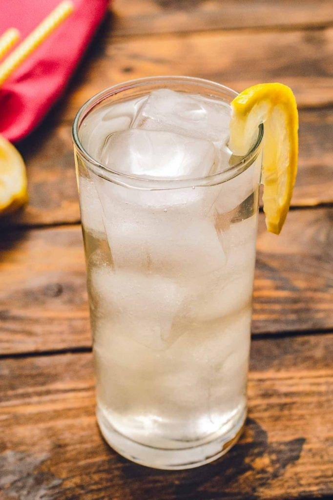 Tom collins in glass