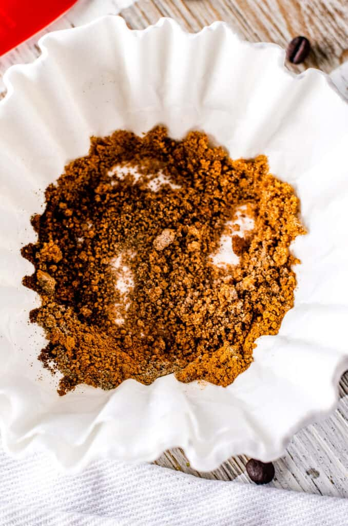 Coffee filter with spices for Christmas Coffee Blend after mixing